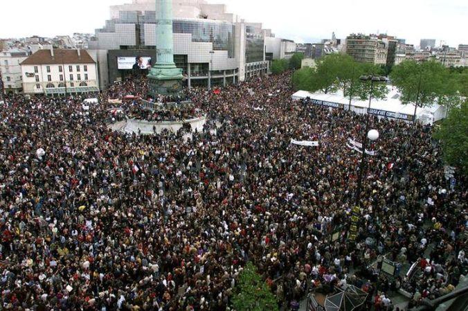 Manifestation contre la présence de Jean-Marie Le Pen au second tour de l'élection présidentielle, place de la Bastille le 1er mai 2002. (Photo Philippe Wojazer. Reuters)